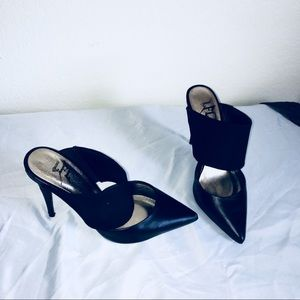Black heels pumps Sz 7 LFL